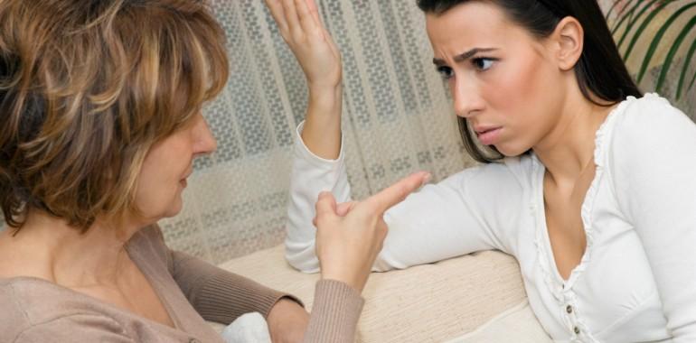 Vprašajte Tino: Kaj narediti, ko mama živi svoje sanje skozi tebe?