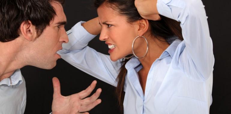 Vprašajte Tino: Z njim se počutim slabo, pa mu še vedno dovolim, da se vrača k meni!