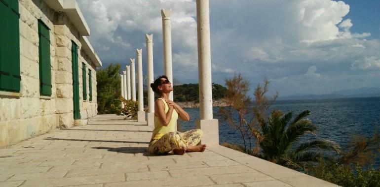 Preizkusite Tečaj po sistemu: Savinine joge obraza