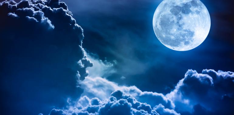 S teboj delim svoj očiščevalni ritual ob polni luni