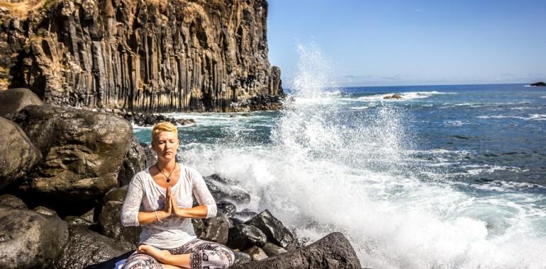 3 jogijske vaje za dan, poln energije in fokusa