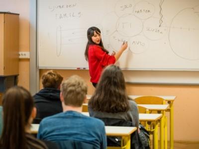 Access v šolah: opolnomočanje srednješolskih otrok