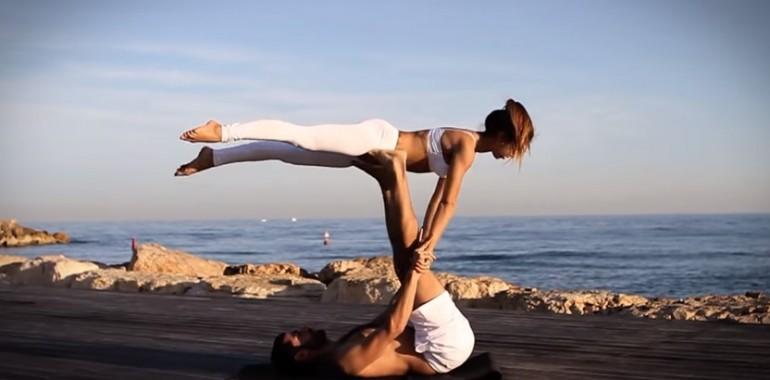 Akrojoga pomaga graditi odnos med partnerjema