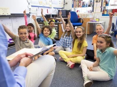 Otroci, ki entuziastično poslušajo in aktivno sodelujejo?
