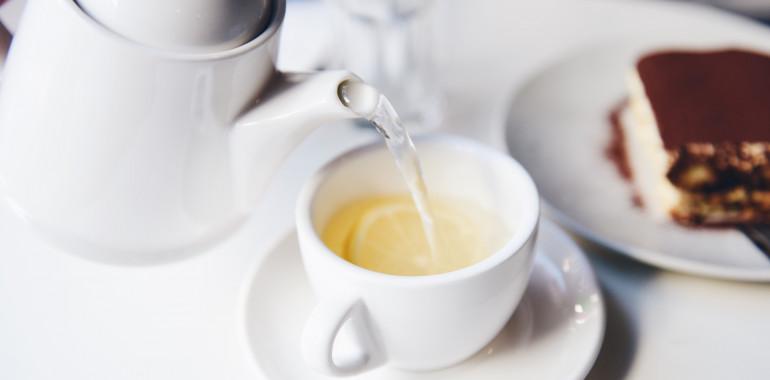 Ajurveda: pitje tople vode ima številne zdravilne učinke
