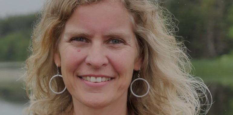 Dr. Claudia Welch: hormoni in žensko zdravje