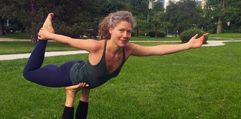 Leteča joga, akrojoga