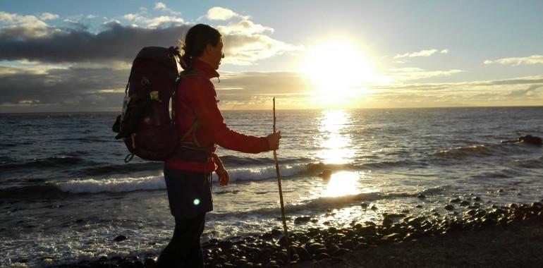 5.000 km peš s partnerko, brez denarja