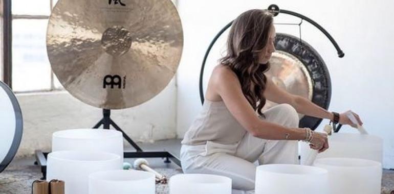 Meditacija z gongom in kristalnimi posodami