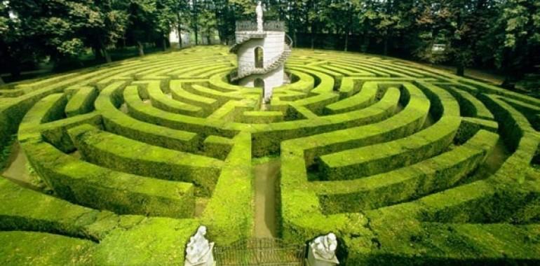 Labirint kot obrazec moči