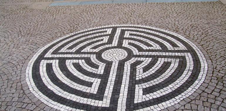 Hoja po labirintu