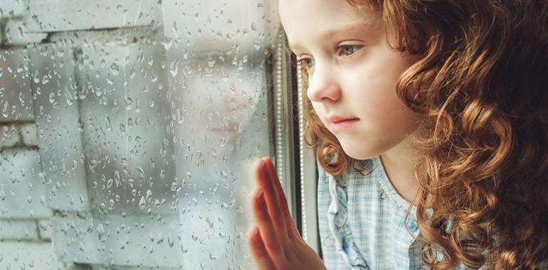 V prvih letih življenja se oblikuje večina naših nerazložljivih strahov in travm