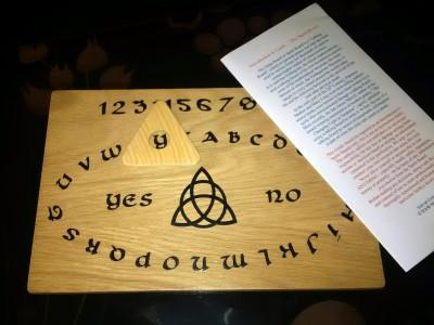 Ouija board, tabla za klicanje duhov :)