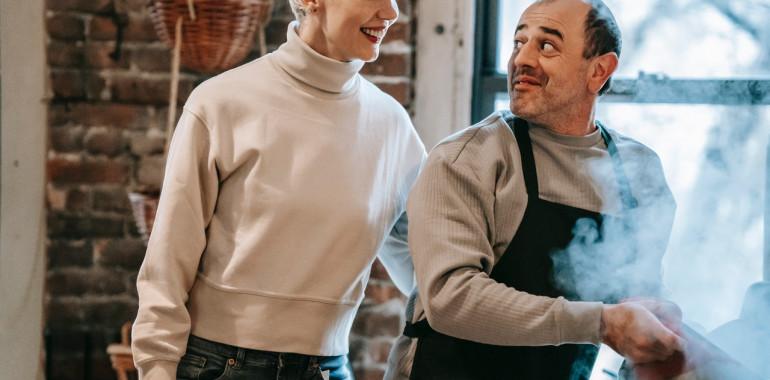 Moški pri hrani razmišljamo kot ženske pri objemih!