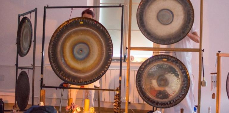 Celonočna Gong Puja!