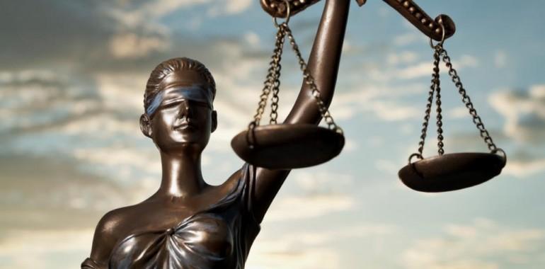 Smo ženske sodnice, ki odločamo, ali nam drugi dajejo ljubezen ali ne?