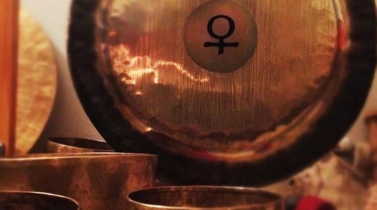 Predpraznična gong kopel