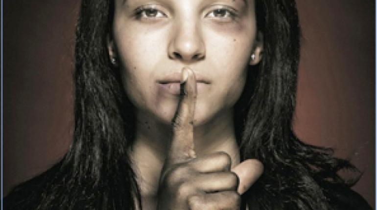 Zatirana, posiljena, zažgana,  popljuvana....Ženska