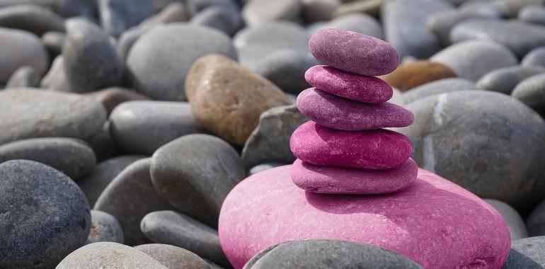 Kako z jogo vzpostaviti občutek varnosti in omiliti stres?