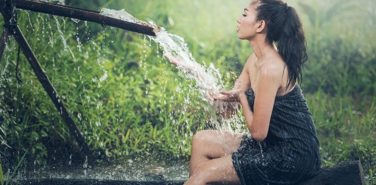 Hladilna kopel in tonik za ublažitev poletne vročine!