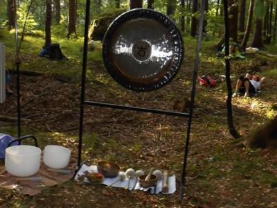 Zvočna gong kopel v Kočevskem rogu