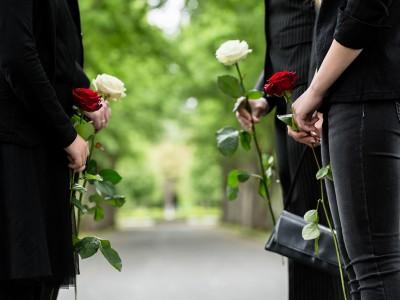 Praznovati življenje ali smrt?